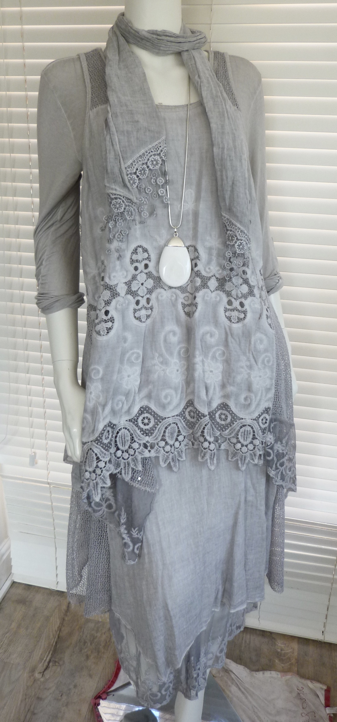 gorgeous italian lagenlook cotton and lace dress set